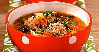Pomidorų sriuba su mėsos kukuliais
