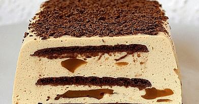 Varškės ir kapučino desertas su kapučino želė