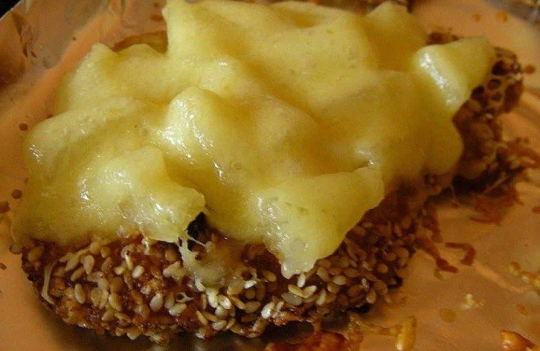 Kiaulienos kepsniukai su ananasais ir sūriu