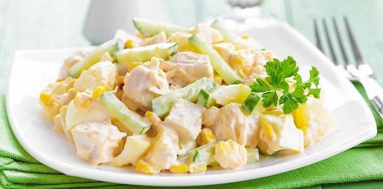 Vištienos, ananasų ir salierų mišrainė