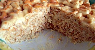 Pyragas su milteliniu cukrumi ir sausainiais