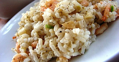 Virti ryžiai su keptomis krevetėmis ir česnakais