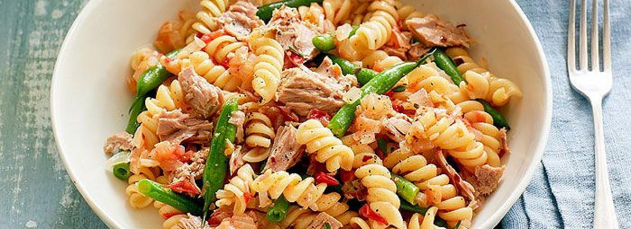 Tunas, makaronai ir šparaginės pupelės