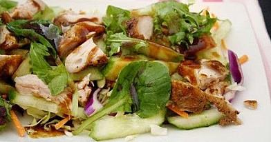Azijietiškos vištienos salotos | Receptas
