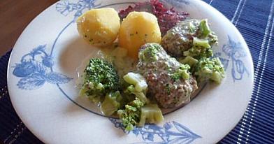 Jautienos kotletukai su brokolių padažu