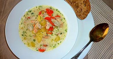 Žuvies sriuba su lydytu sūriu