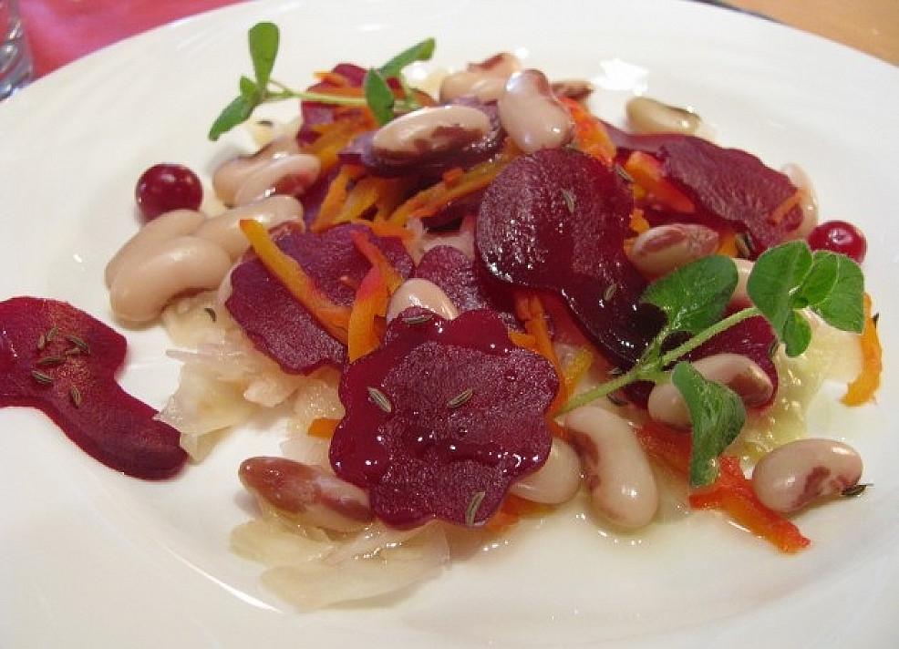 Tradicinės Kūčių salotos