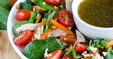 Keptų morkų ir vištienos salotos
