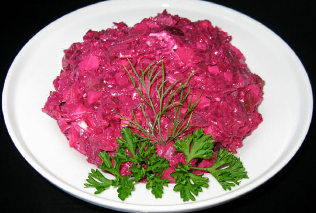 Receptas: Burokėlių salotos su silke