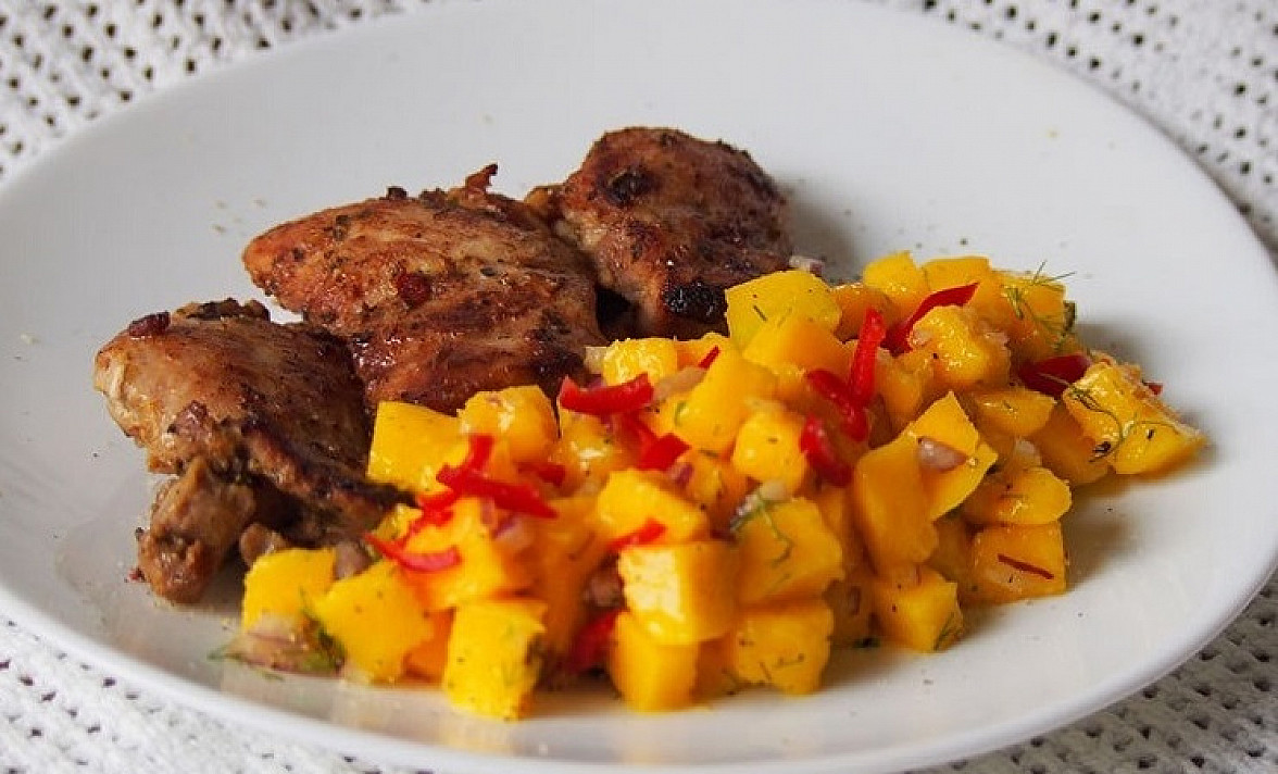 Vištienos kumpeliai su mango salsa