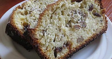 Pyragas su razinomis ir graikiškais riešutais