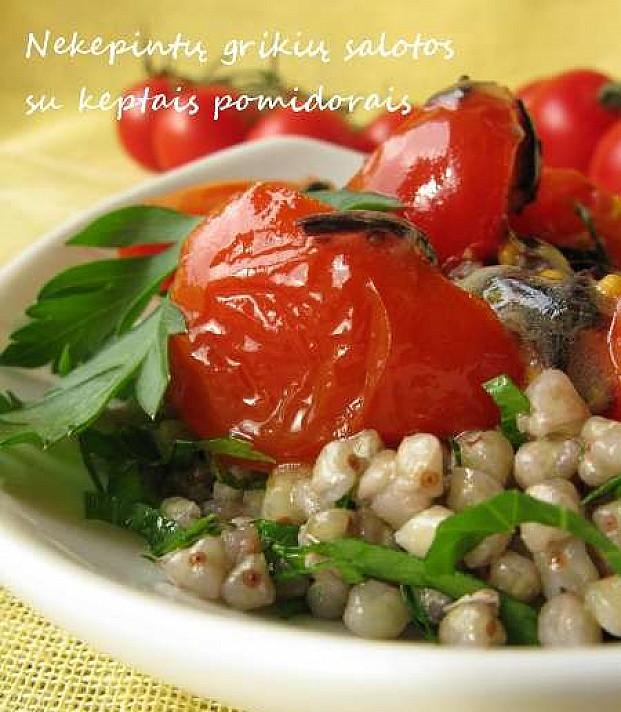 Nekepintų grikių salotos su keptais pomidorais
