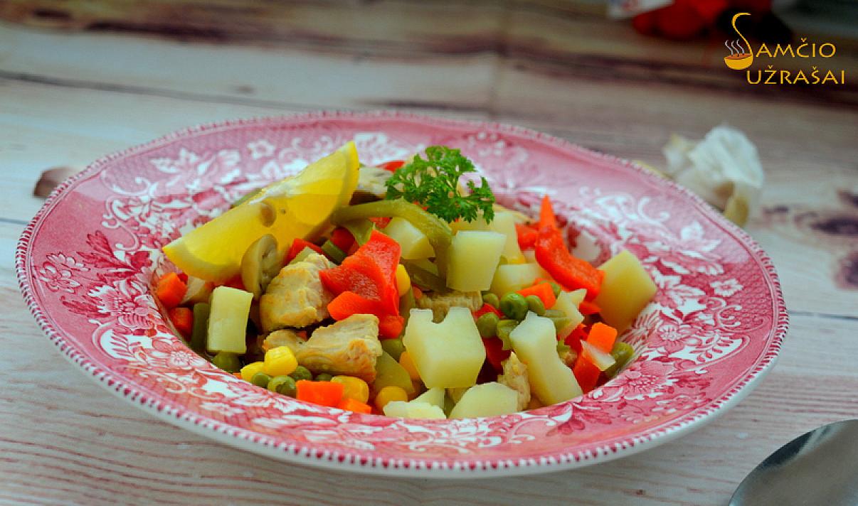Daržovių troškinys su vištienos kumpeliais