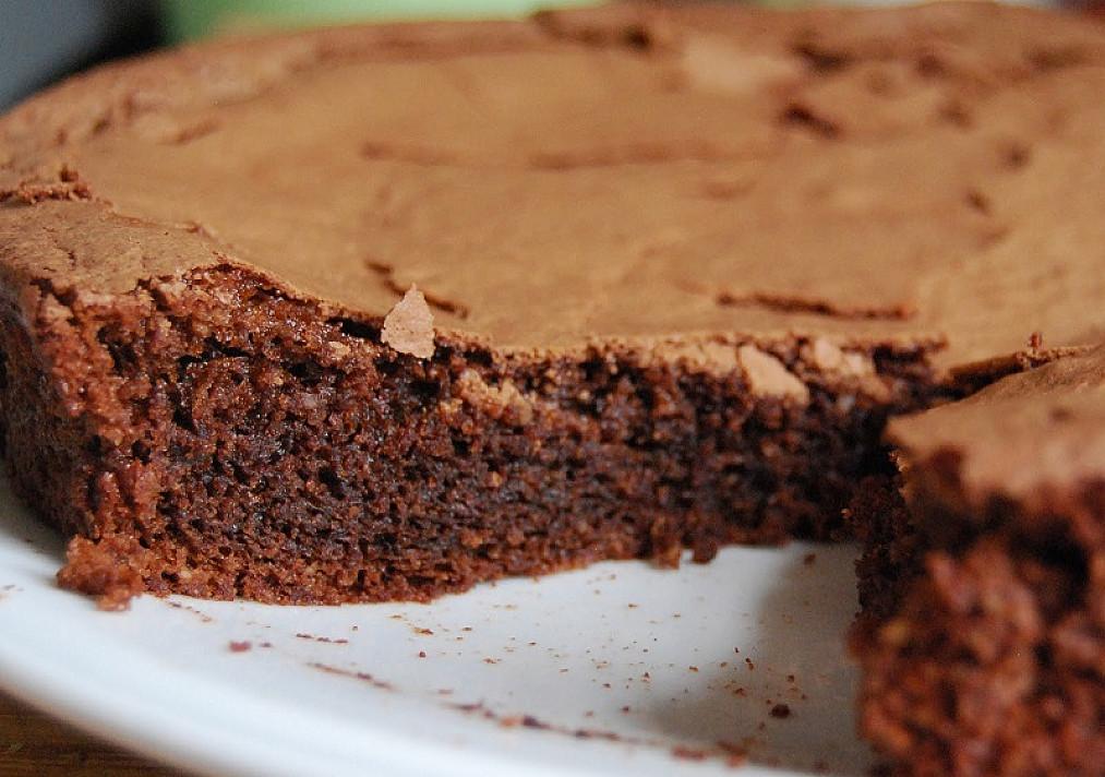 Šokoladinis riešutinis pyragas iš kiaušinių baltymų