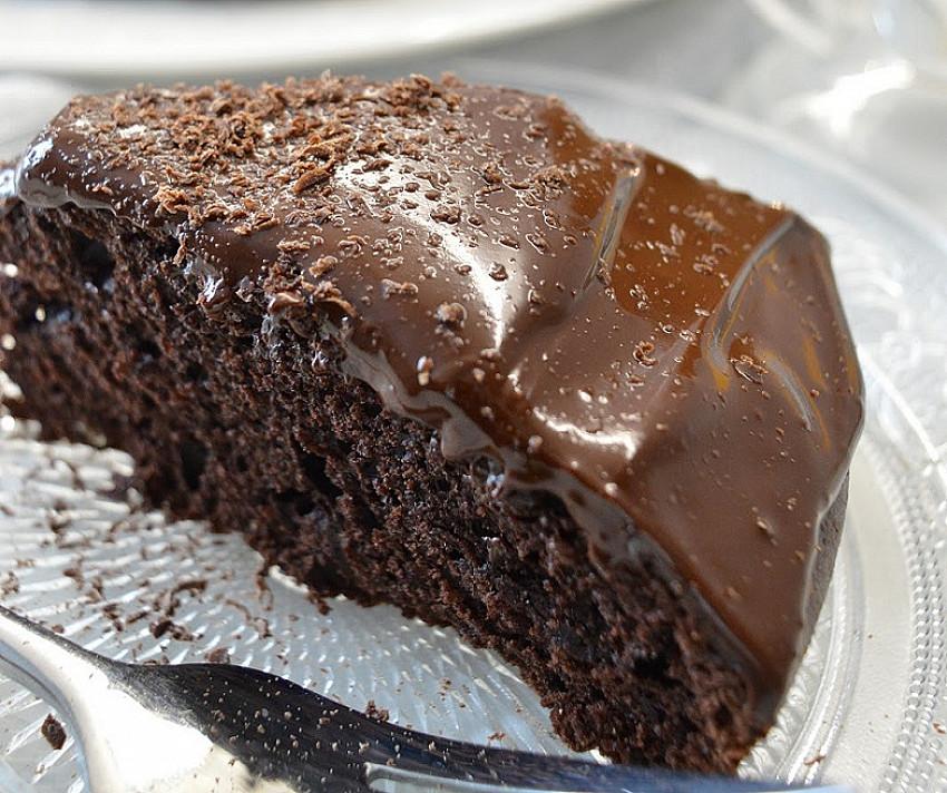 Šokoladinis apelsinų pyragas su šilkiniu šokolado kremu