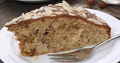 Riešutinis pyragas su šokoladu