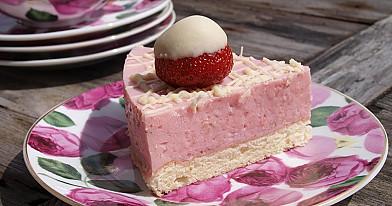 Grietininis braškių tortas - labai gaivus, lengvai pagaminamas!
