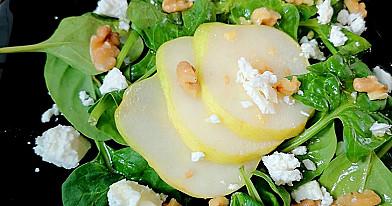 Kriaušių ir špinatų salotos - paruoštų net darželinukas!