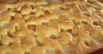 Pyragas su konservuotais persikais arba moliūgais