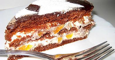 Šokoladinis baltojo kremo tortas su persikais