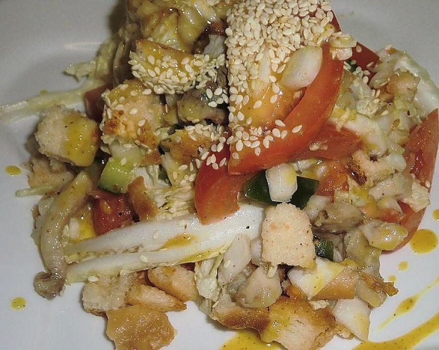 Vištienos salotos su medaus ir garstyčių padažu