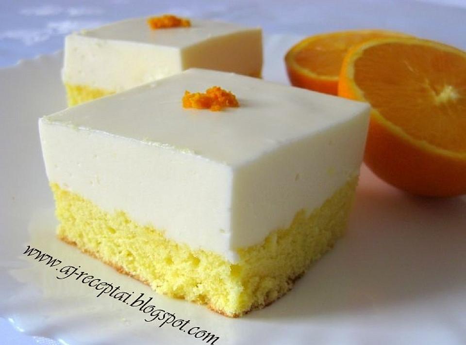 Biskvitiniai pyragaičiai su apelsininiu suflė