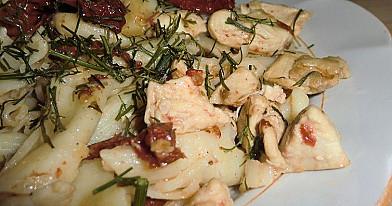 Makaronai su vištiena ir saulėje džiovintais pomidorais