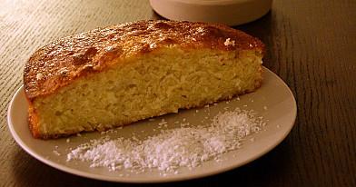 Graikiškas kokosų pyragas įmirkęs medaus sirupe