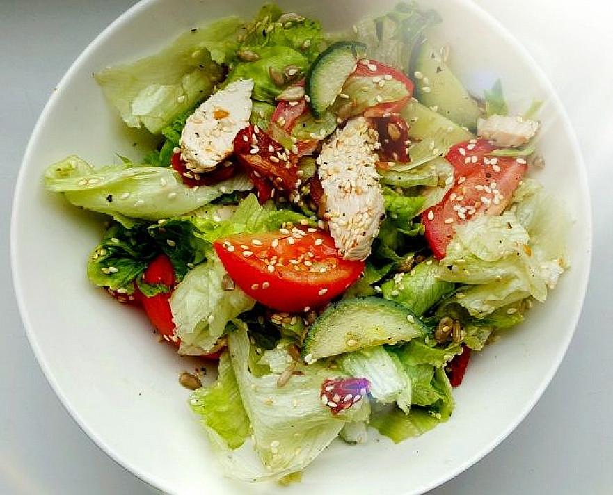 Gardžios ir greitos vištienos salotos