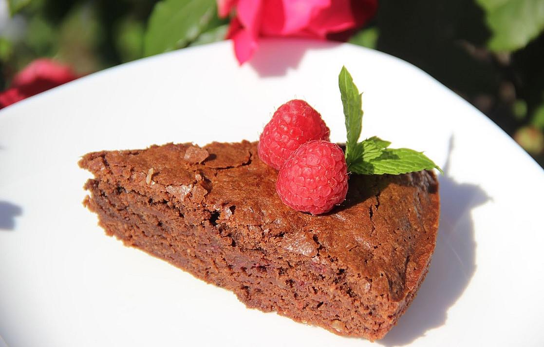 Šokolado ir aviečių pyragas