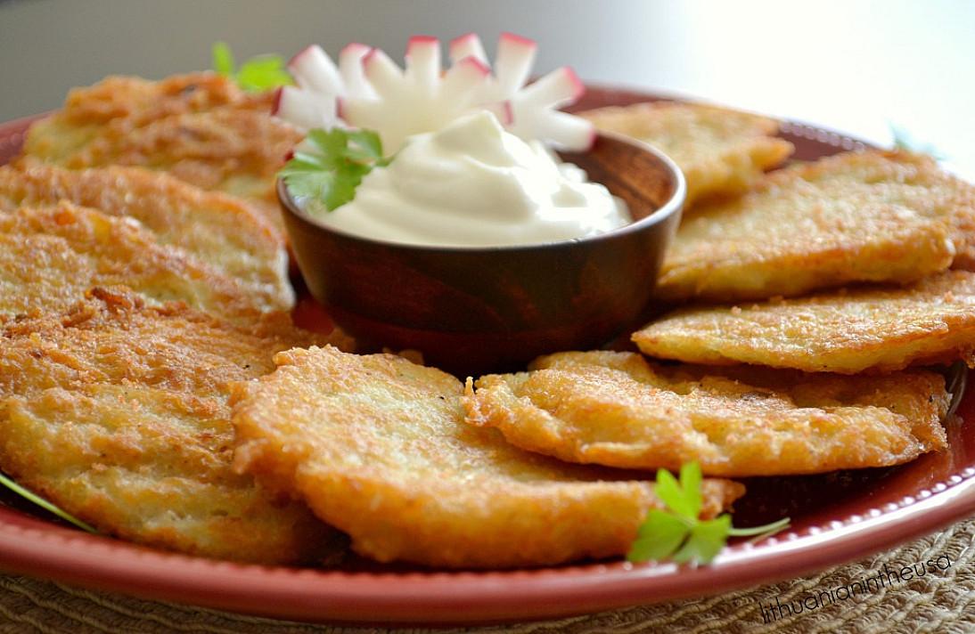 Mamos bulviniai blynai su fermentiniu sūriu