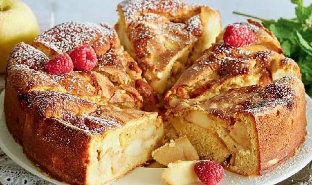 Biskvitinis močiutės obuolių pyragas – pats lengviausias receptas
