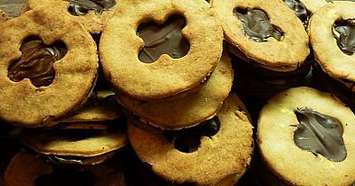Sausainiai su šokoladiniu pertepu