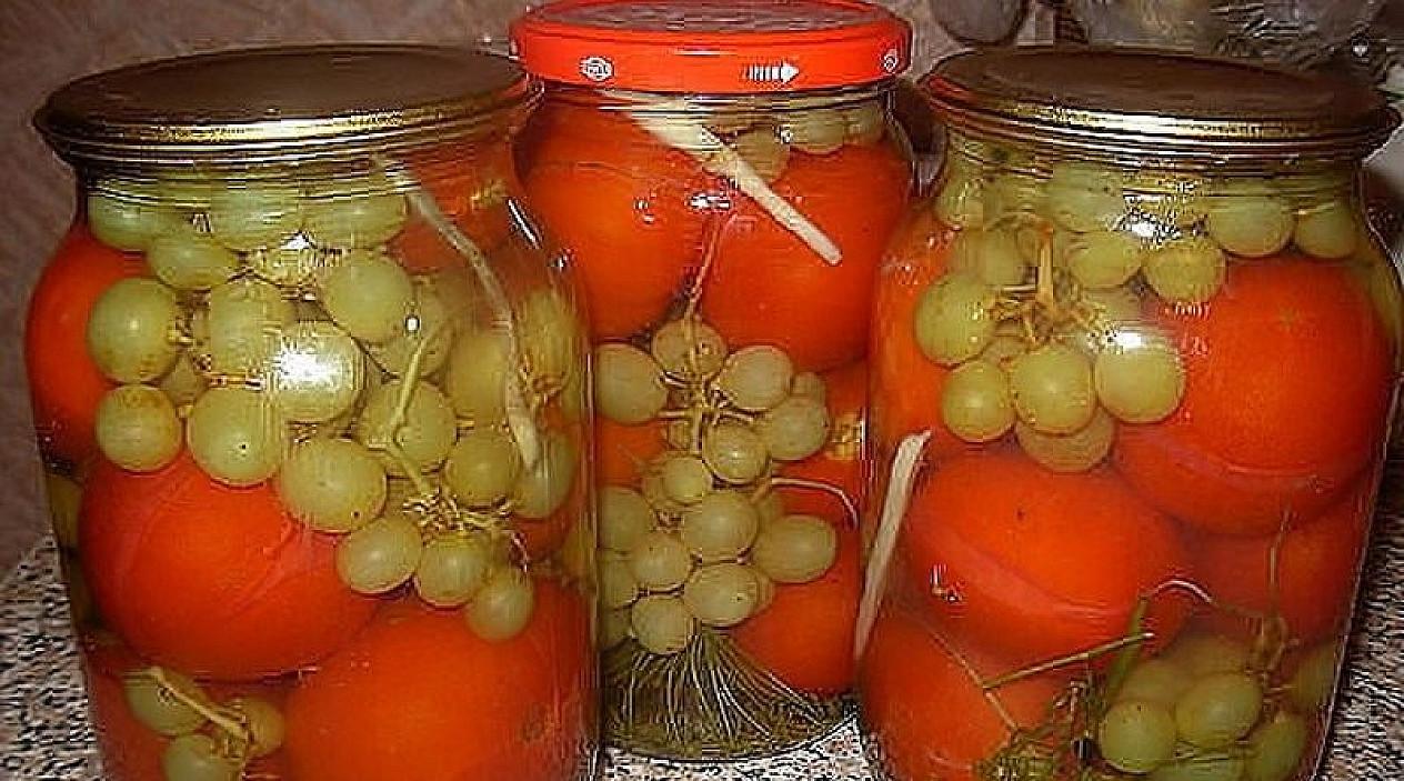 Pomidorai su vynuogėmis (be acto): net marinatą išgeriame iki dugno