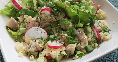 Salotos su kuskusu ir vištiena - labai patogios neštis pietums į darbą!
