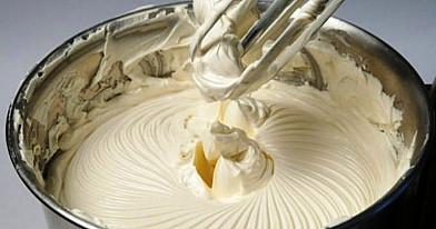 Sviestinis kremas iš paprastų ingredientų per 5 minutes