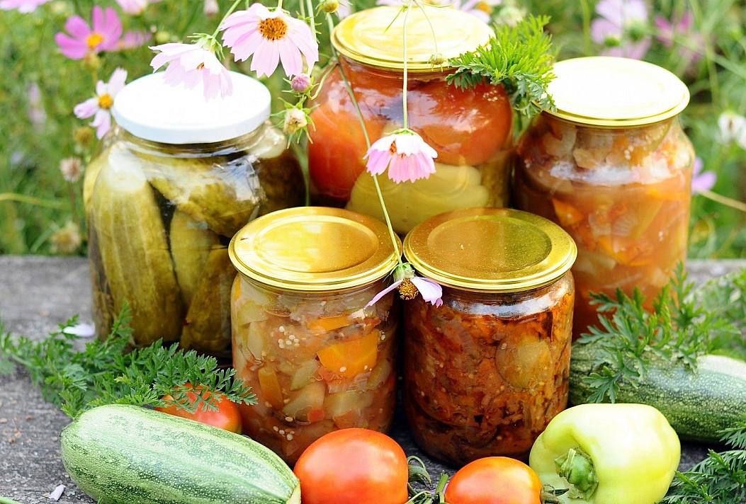 Ši daržovių mišrainė žiemą taps nepakeičiama - skaniausia gardinti sriubas, troškinius, pyragus ir garnyrą