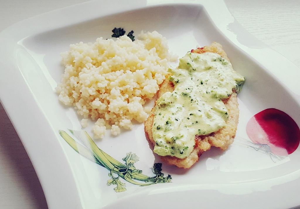 Vištienos kepsneliai su brokolių ir sūrio padažu - tokio skanaus padažo dar negaminote!