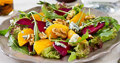 Šiltos burokėlių ir apelsinų salotos