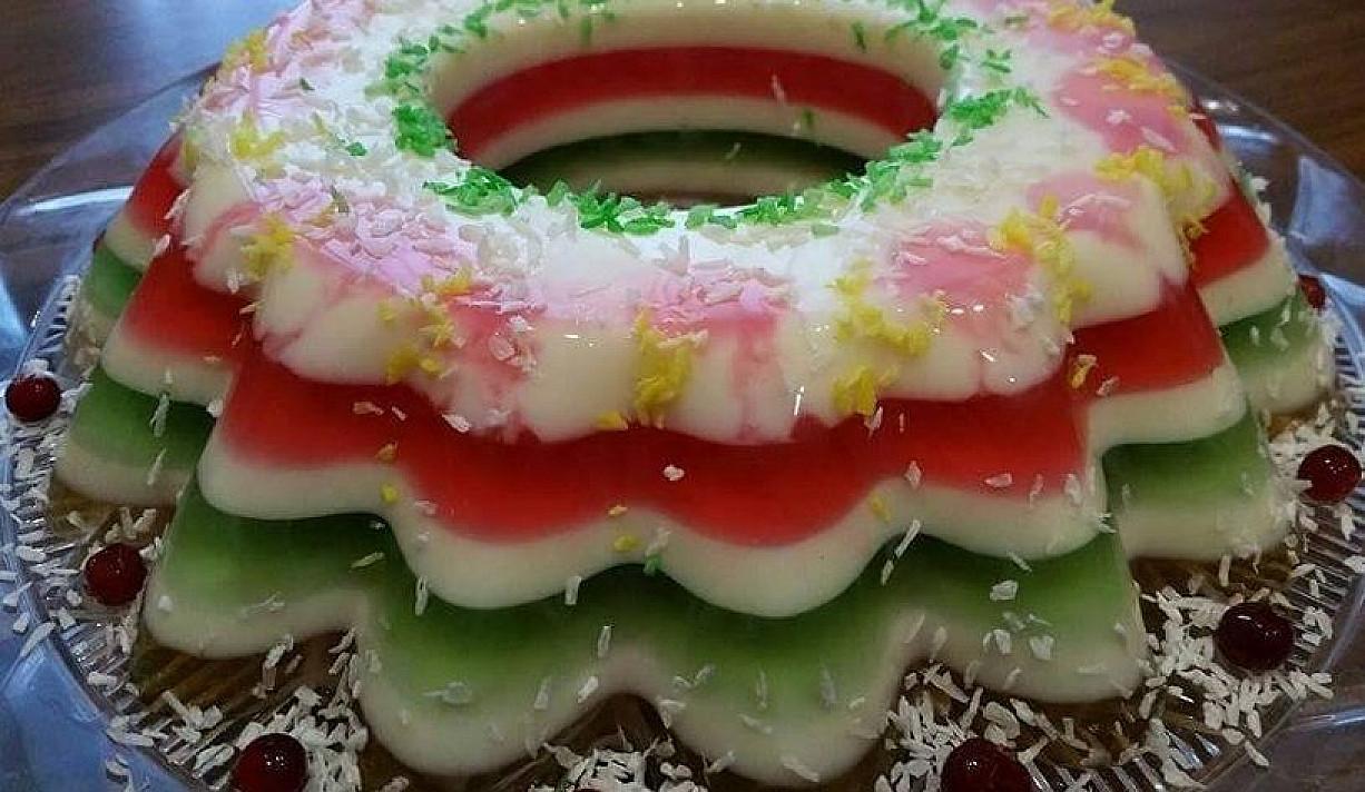 Sluoksniuotas želė ir jogurto tortas