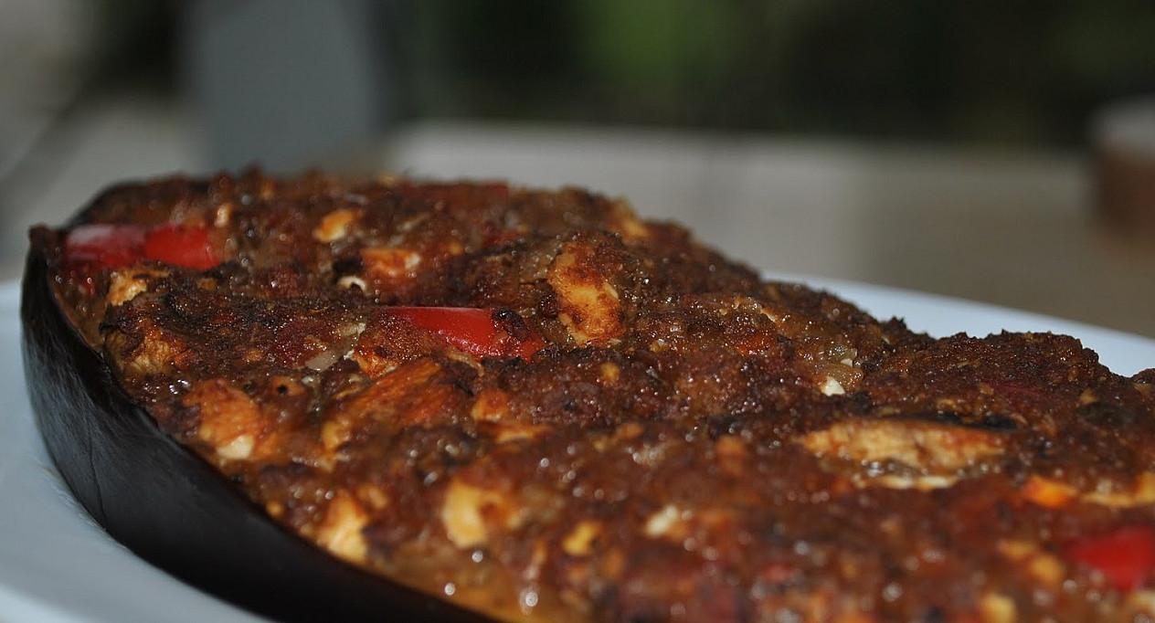 Baklažanas, įdarytas vištos skrandukais ir tofu