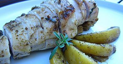 Vištiena su bulvėmis ir pesto padažu