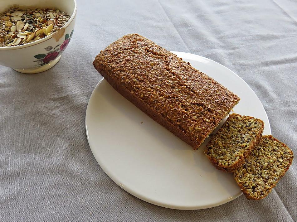 Duona be miltų ir be mielių - viską sumaišome ir kepame, jokio kildinimo!