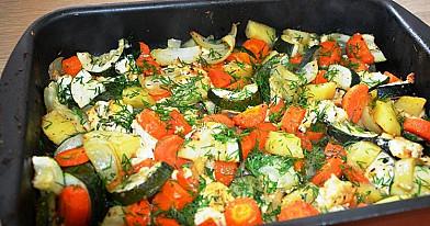 Vegetariškas daržovių troškinys (orkaitėje)