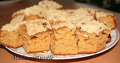 Karamelinis pyragas su traškiu paviršiu