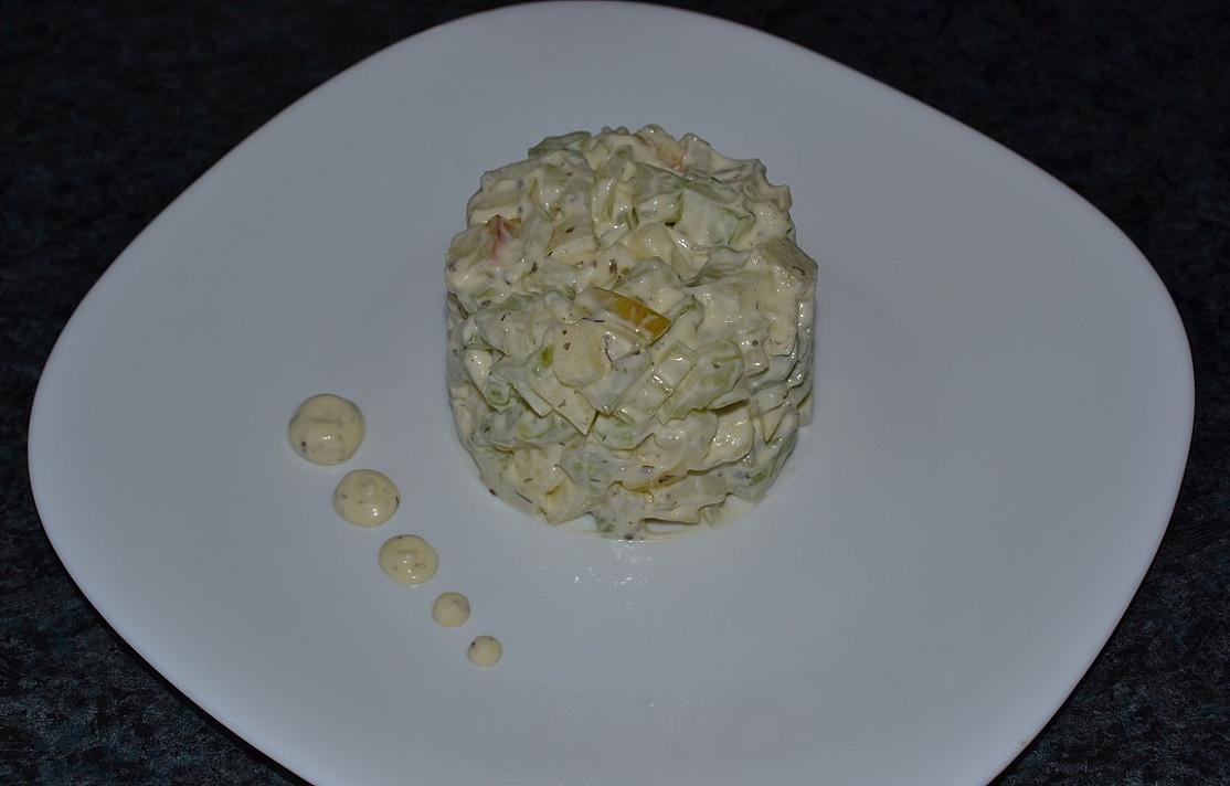 Saliero ir obuolių salotos-mišrainė - nerealiai tinka prie mėsos ir žuvies patiekalų!