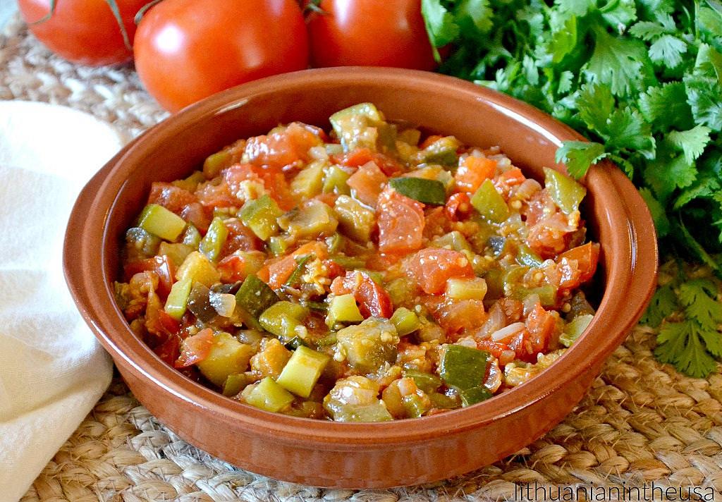 Ispaniškas daržovių troškinys - labai universalus patiekalas!