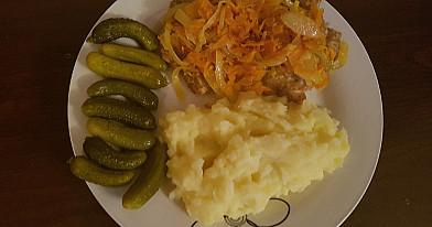 Patys skaniausi vištienos maltinukai užkepti daržovėmis su bulvių koše