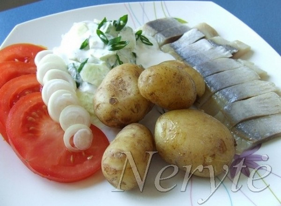 Skaniau tiesiog nebūna: Tradicine silkė su bulvėmis
