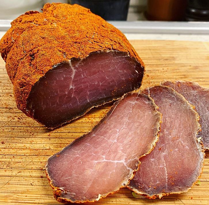 Больше не будете покупать в магазине – вяленая свиная корейка, приготовленная с чесноком и водкой